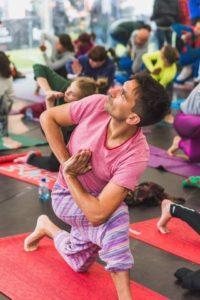 Хатха-йога в Москве Вечерние занятия Йогой Мягкая практика виньясы